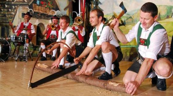 Tiroler Folkloreshows Programm